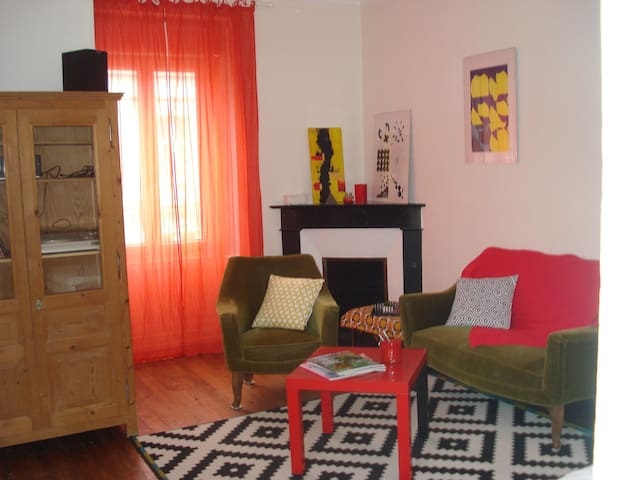 redirection : https://www.airbnb.fr/rooms/12126405 - La Flèche - Daire