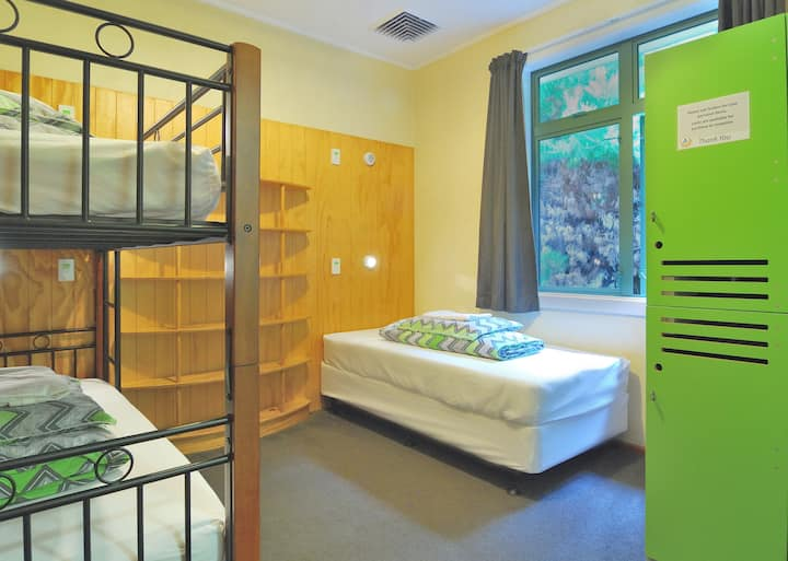 3 Bed Private Ensuite - YHA Wanaka