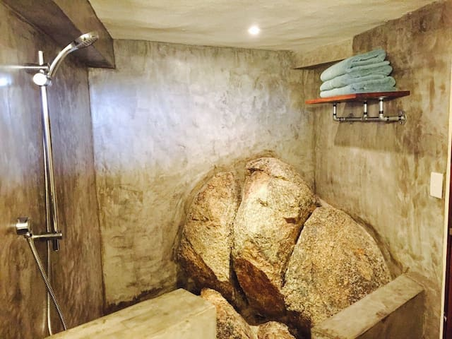 Stone Apartment/Studio - サユリータ