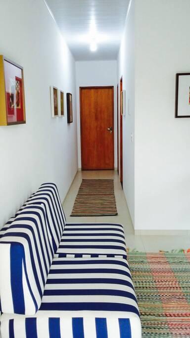 Corredor de acesso aos dois quartos e banheiro