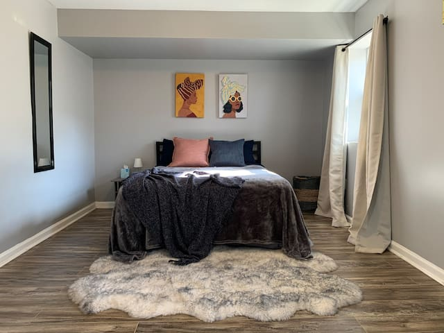 Simple Style 2BR 1BA Near NYC