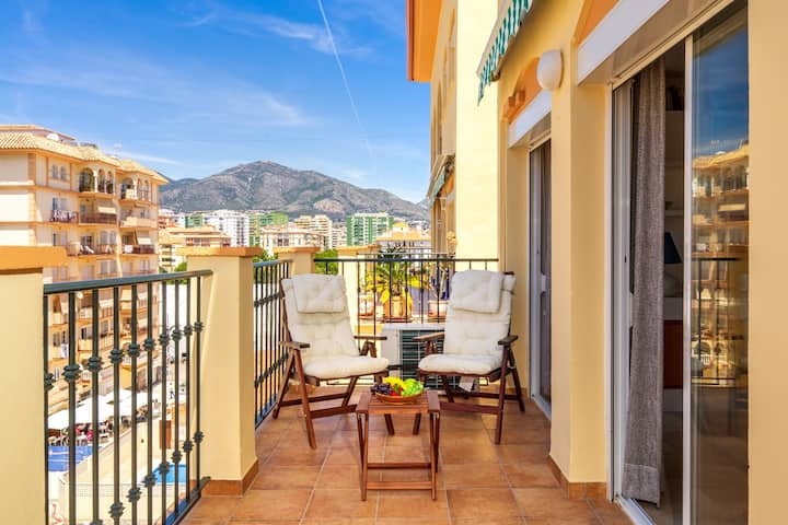 Stunning 2BR apartment with WIFI at Recinto ferial