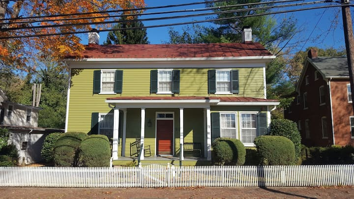 Charming home in Charles Town