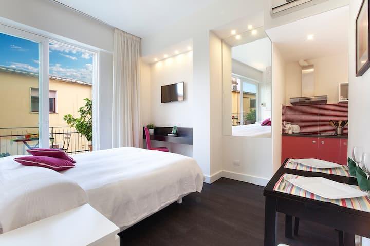 Sorrento Apartments, Deluxe Studio with balcony