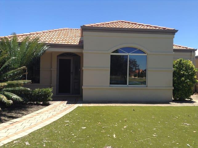 Waterside House Official Bungalow In Jindalee Australia 3 Bedroom 2 Bathroom