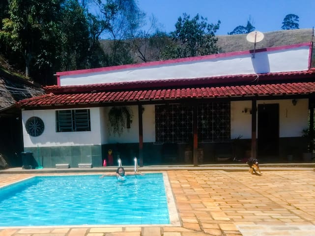 Sítio/casa com linda vista e piscina