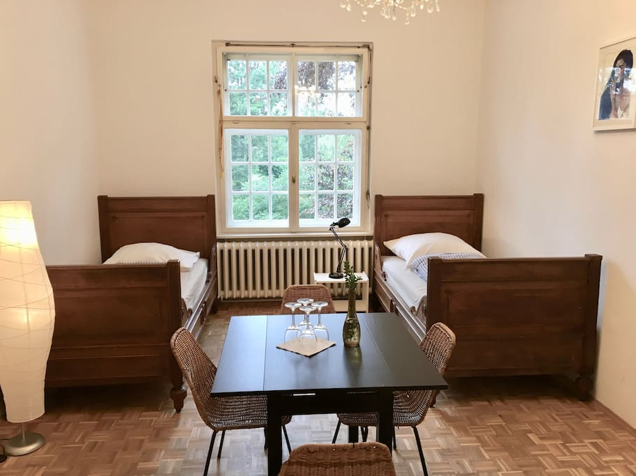 Wooden furnitures and wooden floors gives the room a perfect and healthy atmosphere