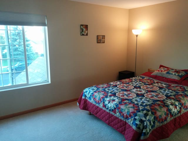Quiet & Comf room for Professional - Naperville - Apartment