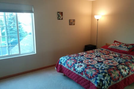 Quiet & Comf room for Professional - Naperville - Apartmen