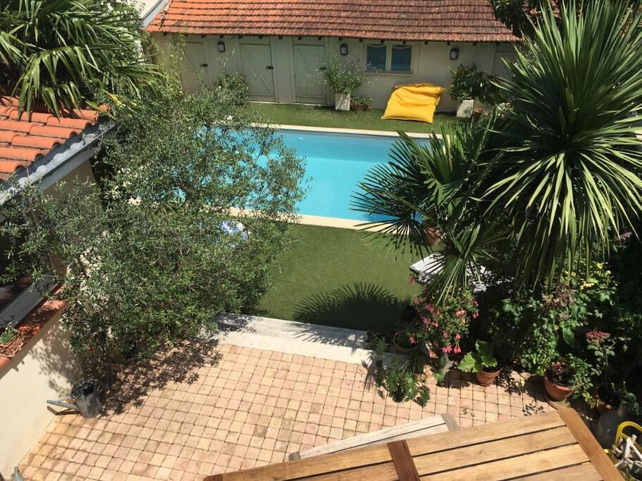 Vue Terrasse, Jardin et piscine depuis 1er étage