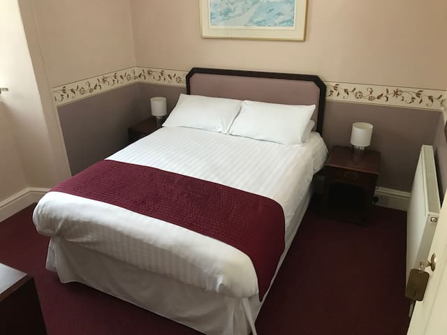Deluxe-Double room-Ensuite - The Crown Hotel