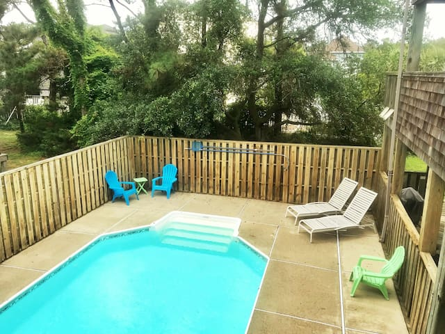 Duck Cottage w/ pool and 5 min walk to beach