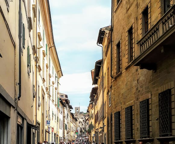 Arezzo CENTRO STORICO-DOWNTOWN top position: app A
