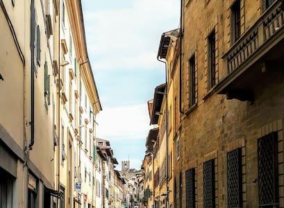 Arezzo CENTRO STORICO-DOWNTOWN top position: app A