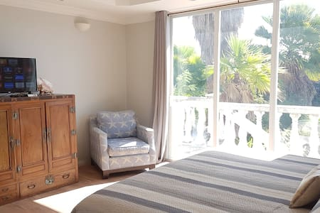 Erisa Private En-suite 1km from Gracebay beach - Leeward Settlement