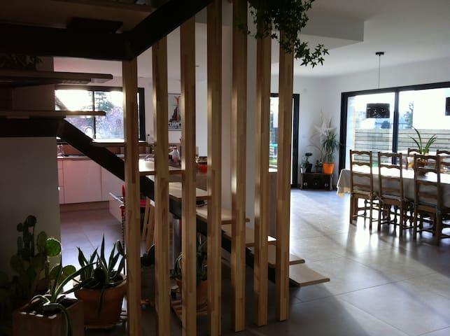Maison proche rivière d'Ain-10 pers - Saint-Jean-de-Niost - Casa