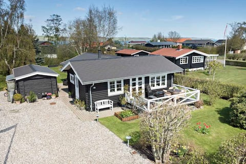 Charming cottage 150 meters from Vejle Fjord