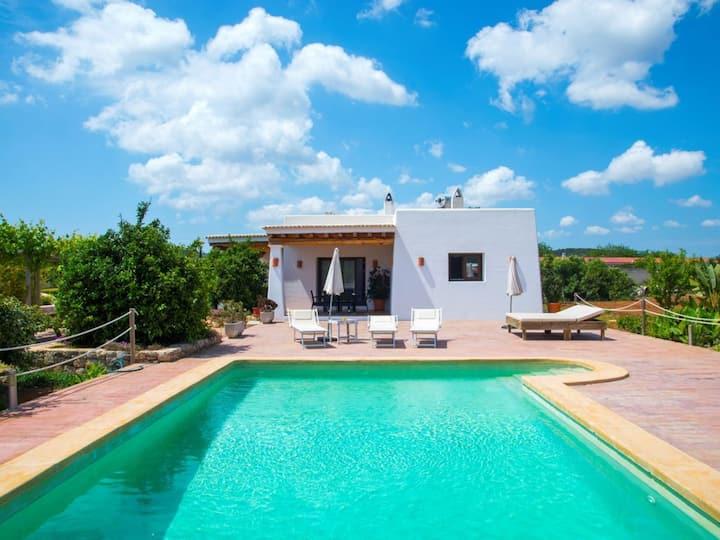 Villa climatisée avec piscine, jardin, terrasse et Wi-Fi ; Parking disponible