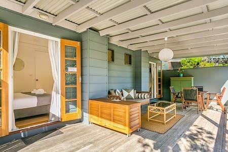 Kookaburra Beach Cottage on Tallow - sleeps 4 - Suffolk Park - Villa