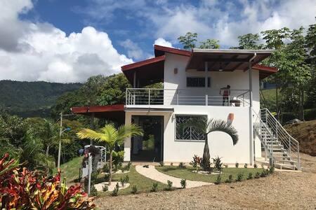 Villas Lambeau 3 - Ocean View (sleeps 4/new const)