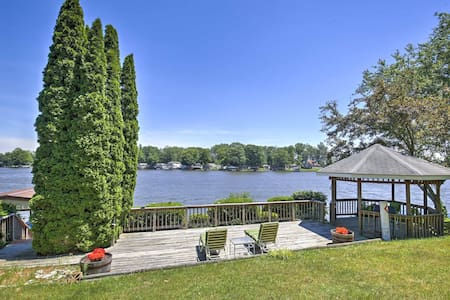 Beautiful Waterfront Monticello House w/Fire Pit!