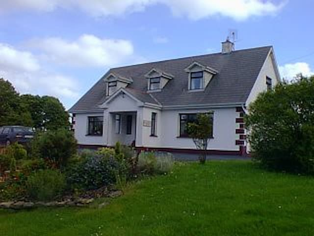 Laccaroe House B&B - Room 3 Triple - Feakle - Bed & Breakfast