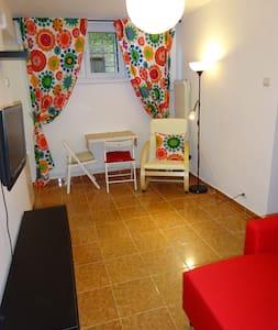 Private studio in Bucharest - free wi-fi, garden - București