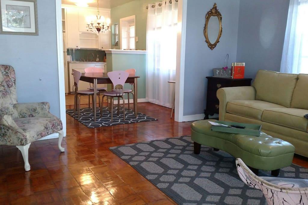 Eclectic Elegance 1 Bdr 1 Bth Apt Apartments For Rent In Lakeland Florida United States