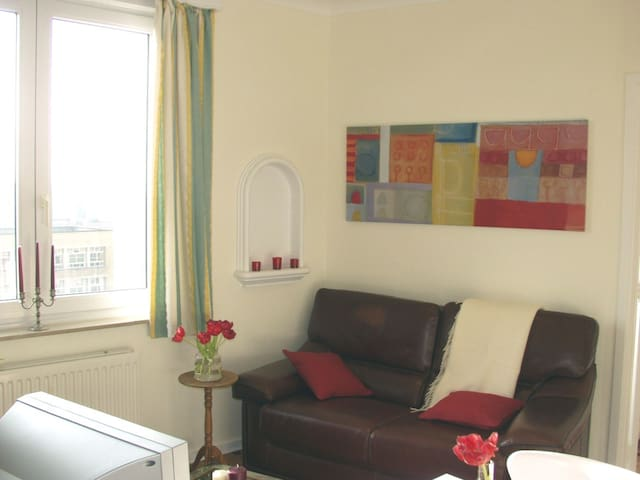 Very nice apart. on the lovely Roi Vainqueur place