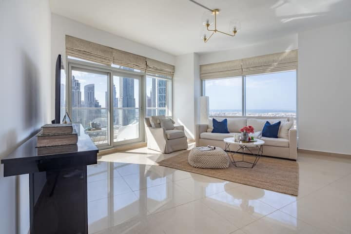 Stunning 1BR in Downtown with City & Sea Views