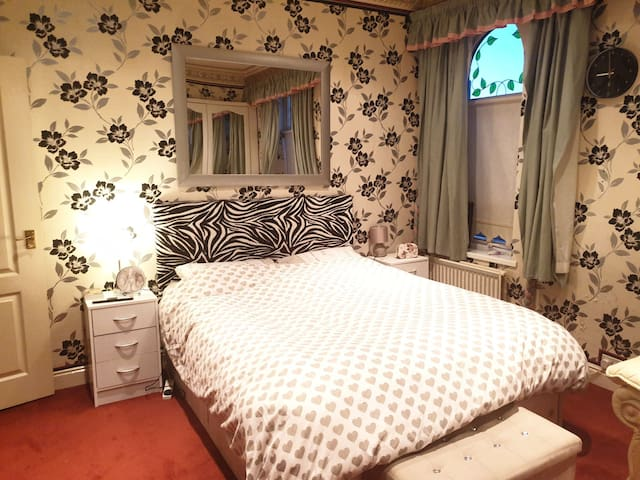 Lovely Room for 2 Close to Piccadilly Gardens