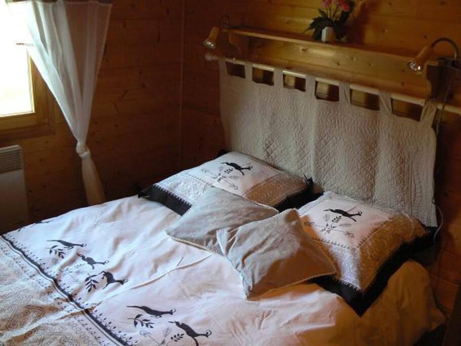chambre confortable ,couché on est au milieu des sapins