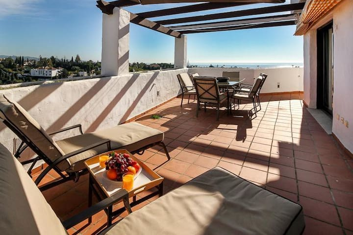 Stunning Penthouse by Rafleys on Marbella Golden Mile