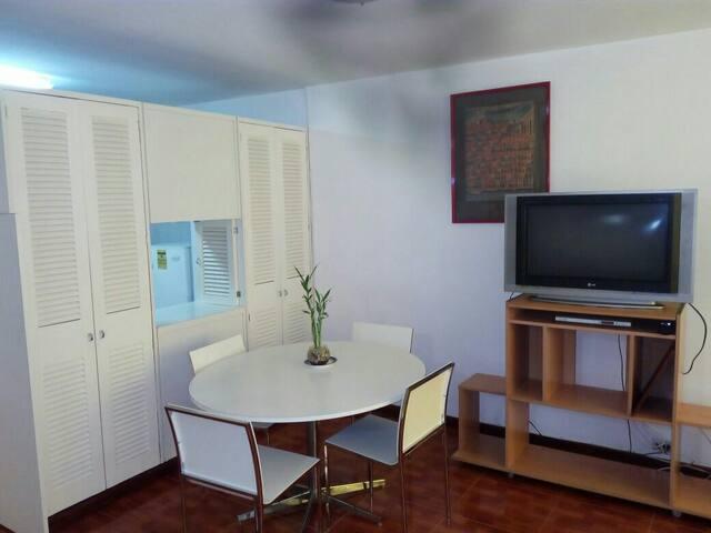 Seguro y bello en Altamira - Caracas - Apartamento