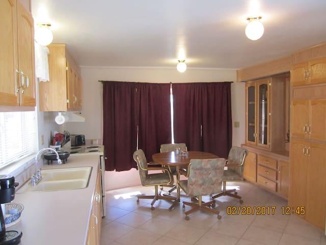 PRIVATE  2 b/r home on one acre. - Pahrump - Hospedaria