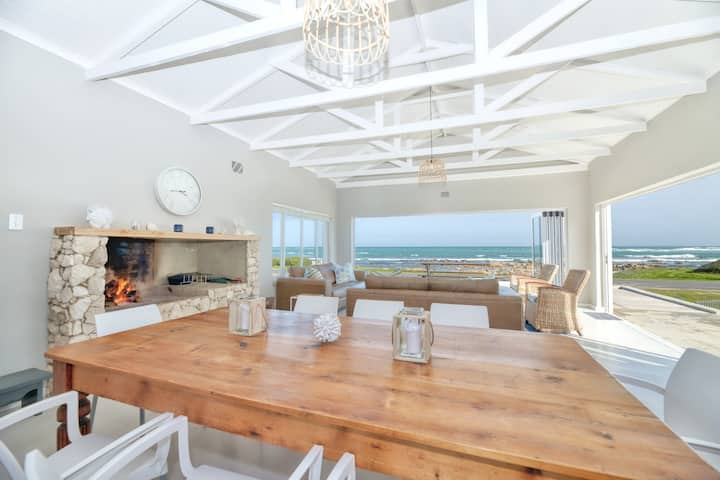 Luxury Beach front house in Agulhas- 6 sleeper