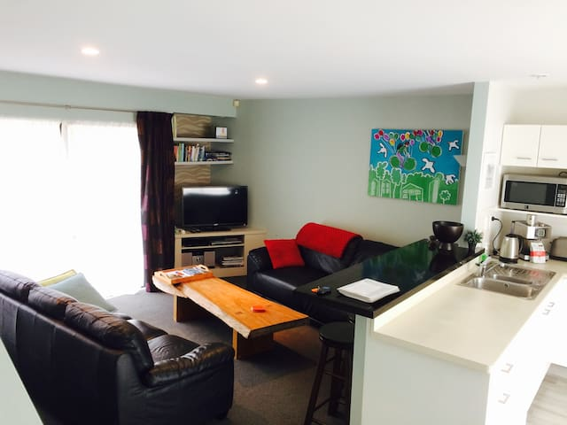 Central furnished townhouse   Unlimited WIFI - Christchurch - Appartement