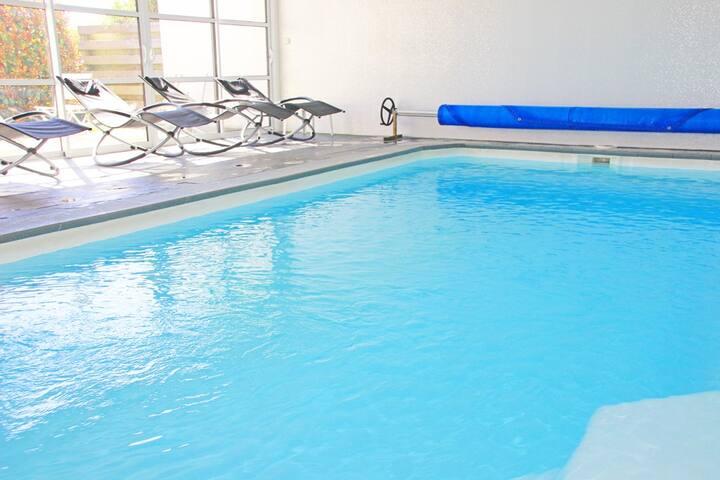 Vannes gîte 6 personnes piscine intérieure à 30°
