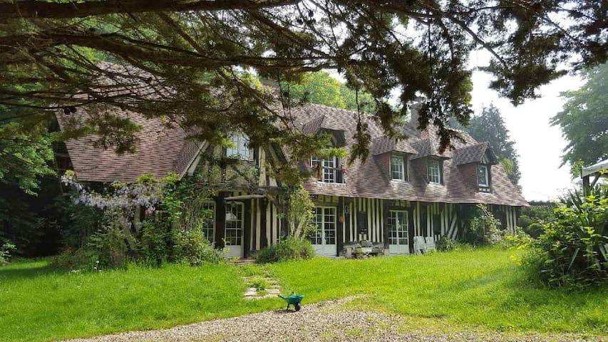 Propriété normande de 2 hectares à 30 km de la mer - Eure - House