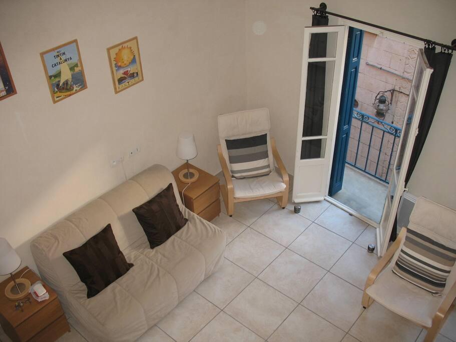 Canapé-lit dans le salon (clic-clac largeur 140 neuf)