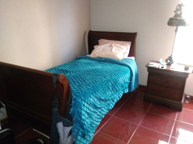 Single Room Available In El Paso's East Side.