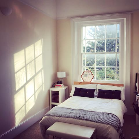 Bright & Quiet Double Room - Winchester - Apartament