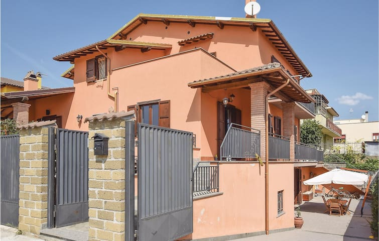 Semi-Detached with 3 bedrooms on 120m² in Canino (VT)