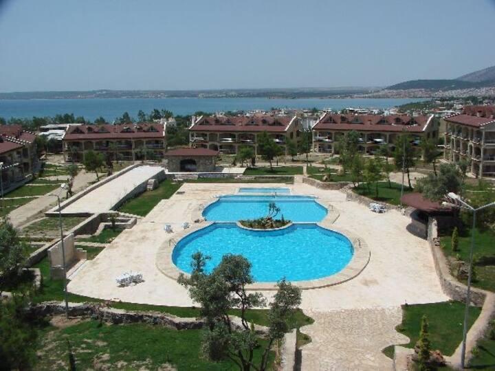 Didim Akbük te havuzlu sitede tatil.