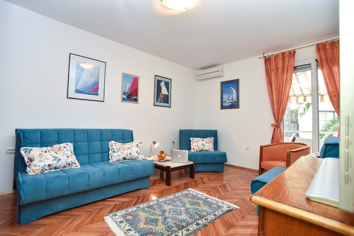 View of the living room which has access to specious terrace with Old Ton view. Sofas can be pulled out and there can sleep up to three people. Apartment has free high speed wifi