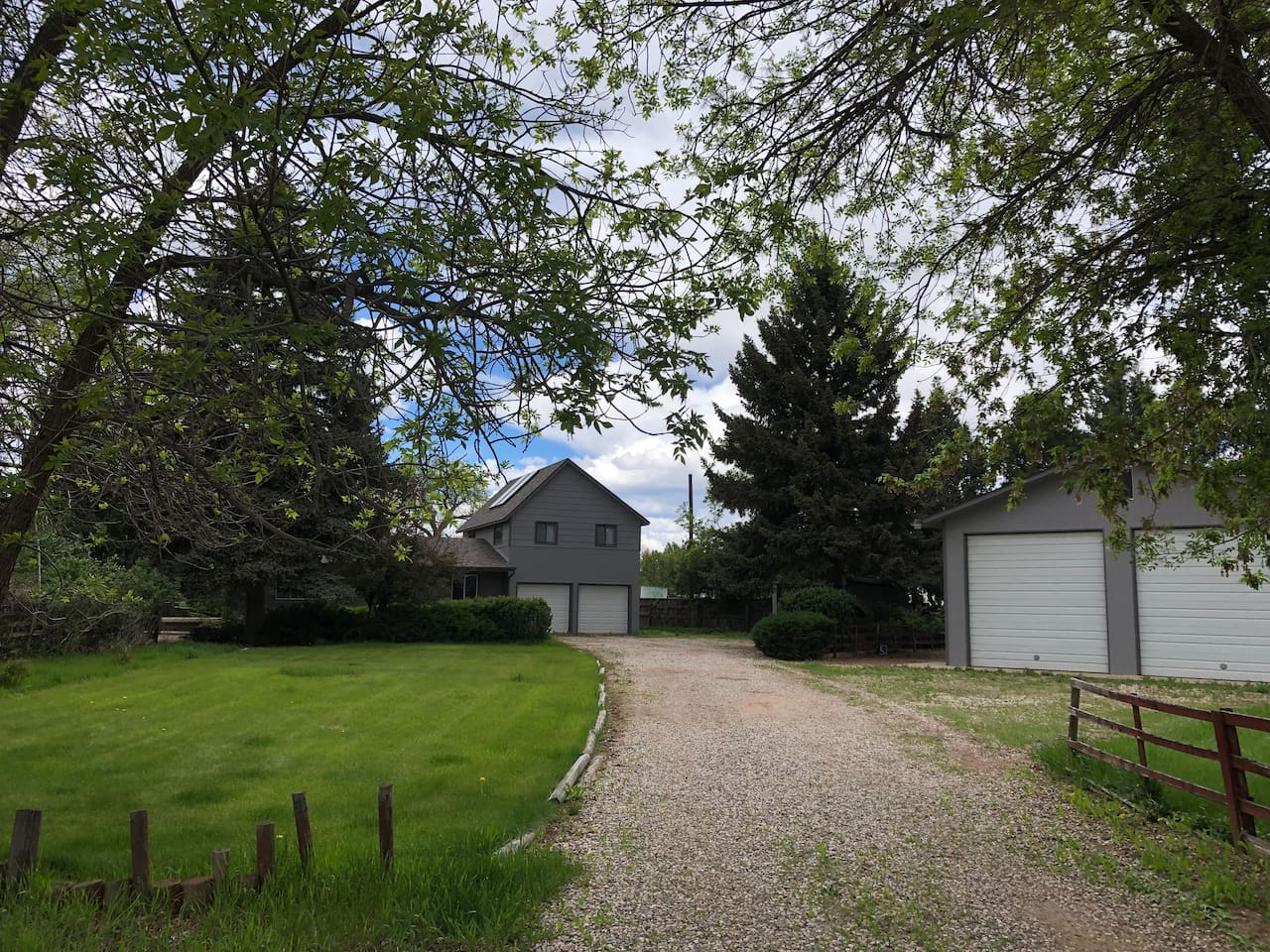 """Amazing """"Charmhouse"""" on private acreage, close to Old Town"""