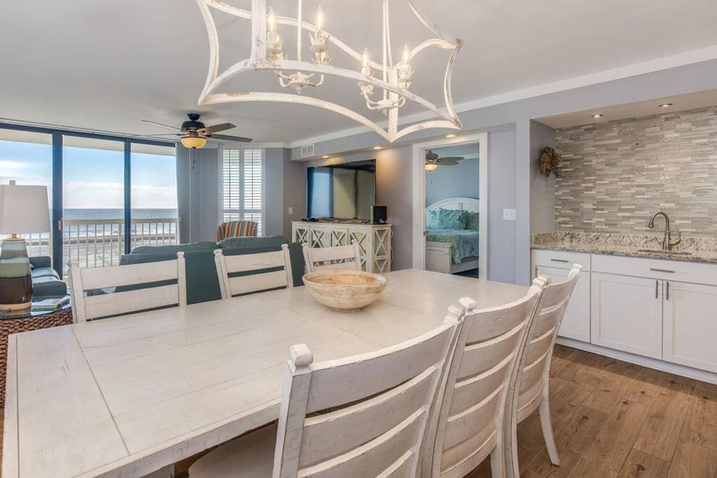 dining area & wet bar