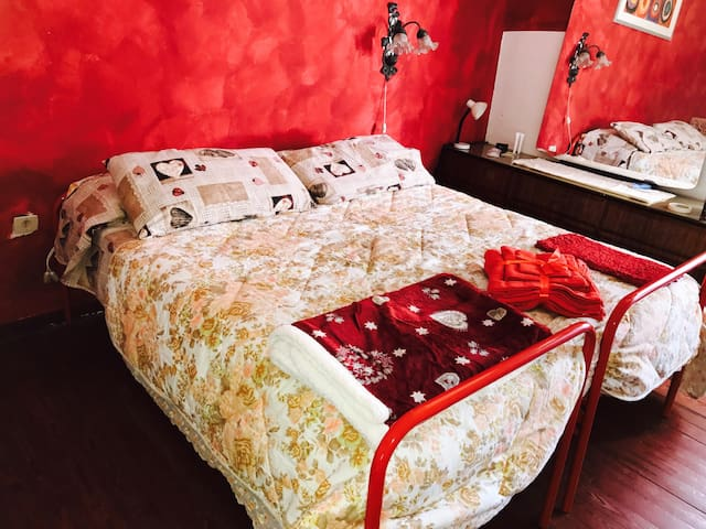 VINTAGE RED PASSION ROOM - Desenzano del Garda - บ้าน