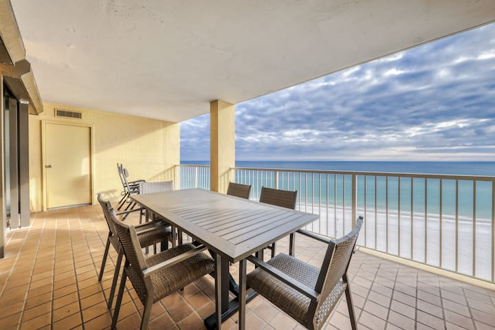 Luxurious, beachfront condo w/ shared Gulf-side pool, sun deck, & hot tub