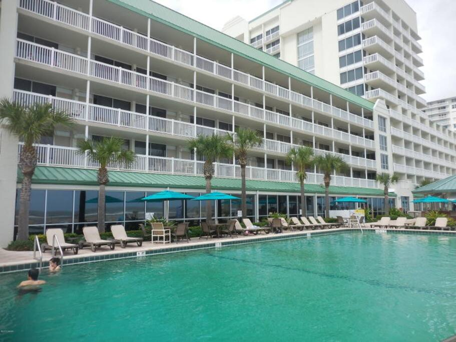 Unit 414 Modern Beach Side Condo Sleeps 4 Condominiums